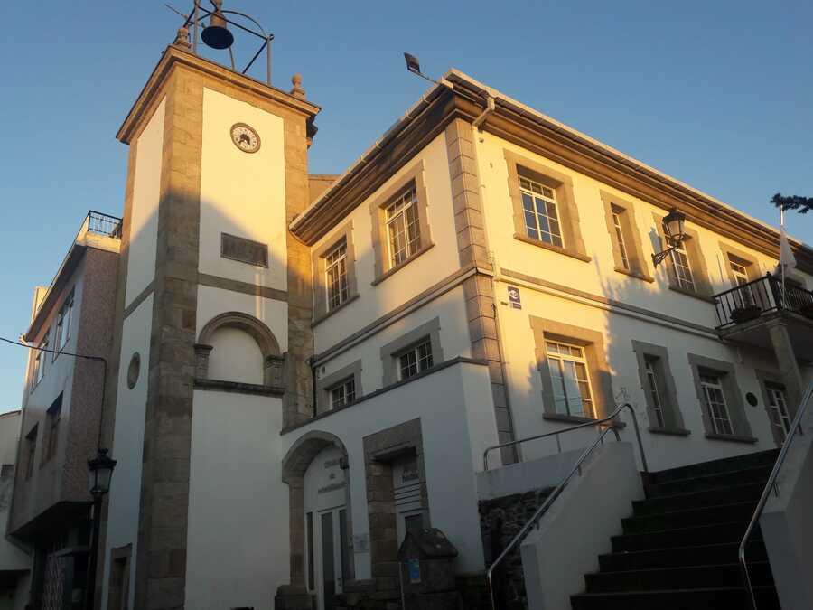 Torre del reloj concello de Neda